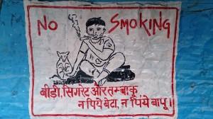 Auch im Himalaya beschäftigt man sich mit dem Rauchverbot - wenngleich die Rauuchwaren hiert etwas anders aussehen...